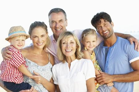 Generación de la familia multi Disfrutar de vacaciones en Playa Foto de archivo