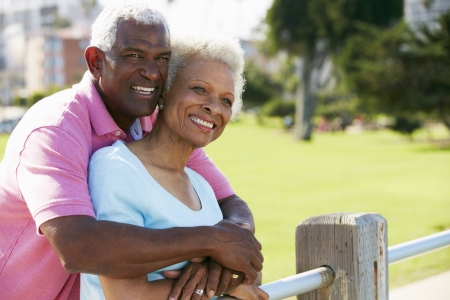 couple afro americain: Senior Couple Walking In Park Ensemble