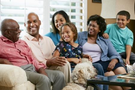 famille africaine: Portrait de famille sur plusieurs générations Banque d'images