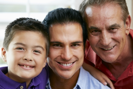 Los miembros masculinos de la familia Generation multi At Home photo