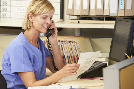 enfermeras: Enfermera de tel�fono que hace la llamada a enfermeras Station