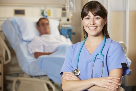 paciente: Retrato De La Enfermera Con El Paciente En El Fondo