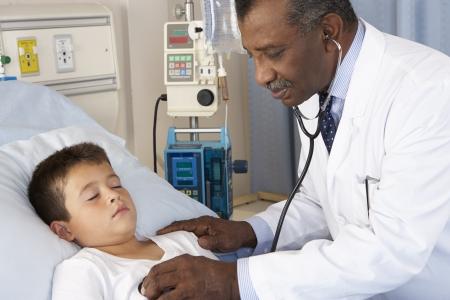 enfant malade: Patient Enfant m�decin contr�leur sur Ward