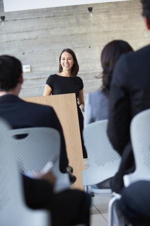 delegates: Imprenditrice Delivering presentazione alla conferenza Archivio Fotografico