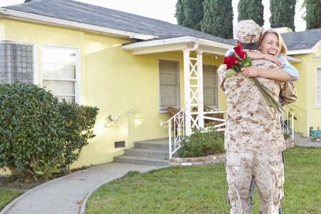 Wife Welcoming Husband Home On Army Leave 版權商用圖片