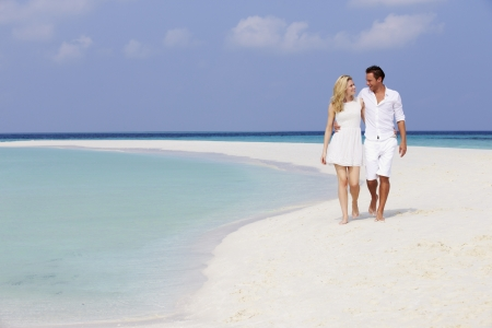 at resting: Romantic Couple Walking On Beautiful Tropical Beach