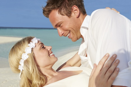 Couple At Beautiful Beach Wedding Stock Photo - 19530445