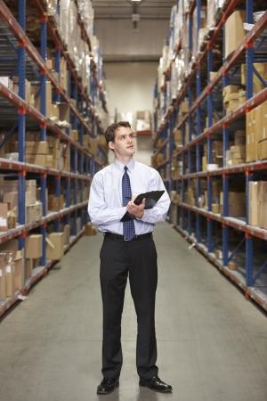 inventory: Encargado en el almac?con el sujetapapeles