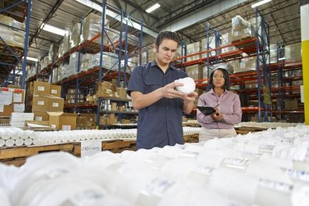 linea de produccion: Obrero y gerente Verificaci?n de Productos en L?nea de Producci?n