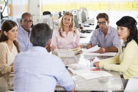 reuniones empresariales: Reuni�n del equipo en la Oficina de Creative