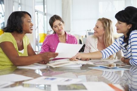 創造的なオフィスの女性会議のグループ 写真素材