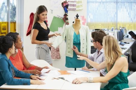 moda ropa: Reuni�n In Fashion Design Studio