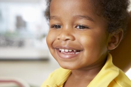 幸せな若い少年を自宅の肖像画 写真素材