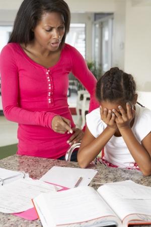 怒っている母娘オフ宿題について伝える 写真素材