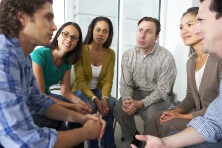 gruppe m�nner: Sitzung von Support Group