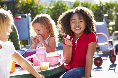 playgrounds: Elementary Pupils Sitting At Table Eating Lunch