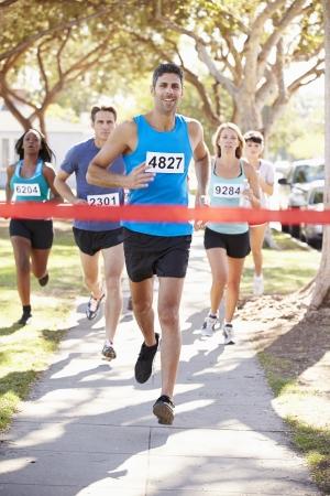 男性ランナー勝利マラソン 写真素材