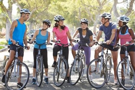 郊外の路上で自転車競技クラブ大会 写真素材