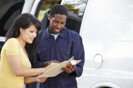 giao thông vận tải: Khách hàng Signing Đối với giao hàng từ Courier