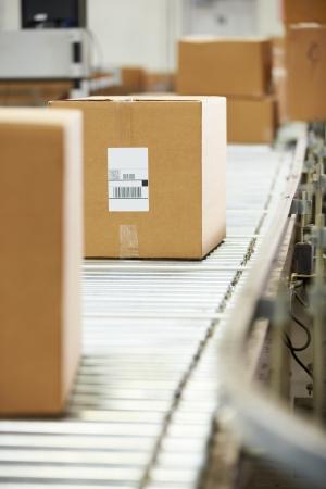 Goederen Op Conveyor Belt In Distribution Warehouse Stockfoto