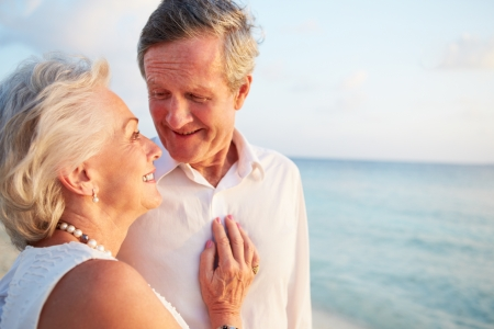 Senior Couple Getting Married In Beach Ceremony Imagens - 24492602
