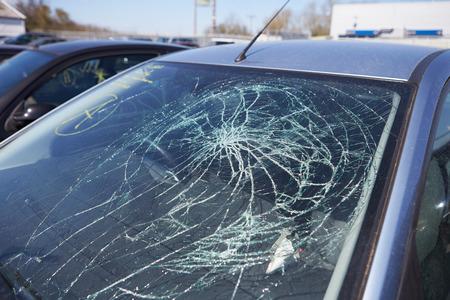 事故に巻き込まれた車への損傷