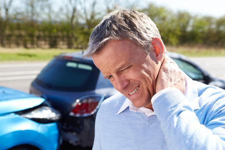 교통 충돌 후 목뼈의 골절에서 드라이버 고통