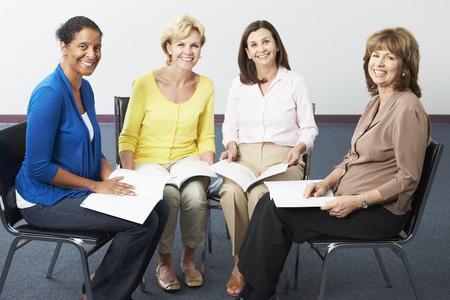 도서 클럽에서 여성의 그룹