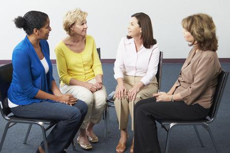 女性のサポート グループのミーティング