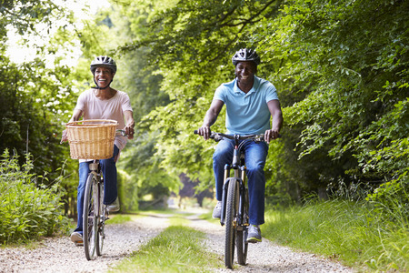 Mature African American Couple On Cycle Ride In Countryside 版權商用圖片 - 31002922