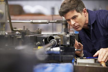 ingeniero: Ingeniero de F�brica funcionamiento hidr�ulico del tubo Bender