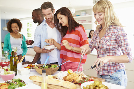 Group Of Friends Having Dinner Party At Home Imagens