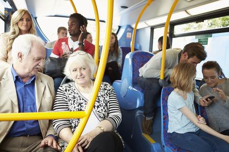 승객과 버스의 내부 스톡 콘텐츠