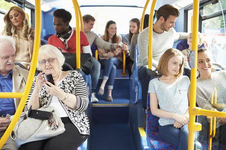 승객과 버스의 실내