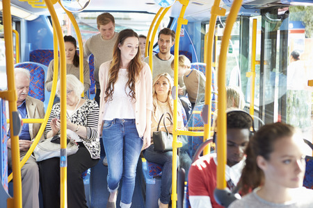 transportation: Intérieur d'un autobus avec des passagers