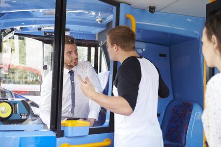 乗客バス ドライバーと議論 写真素材