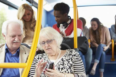 persona de la tercera edad: Interior Del autob�s con pasajeros