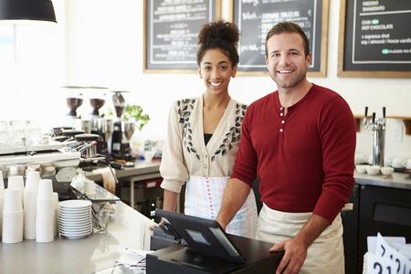 entreprise: Homme propriétaire du Café Banque d'images