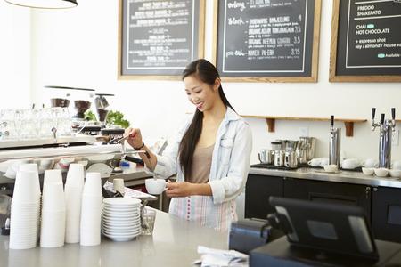Weiblicher Inhaber Café
