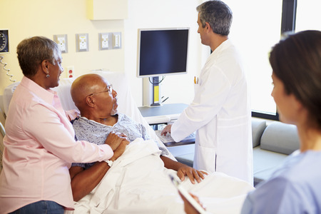 hospital notes: Medical Team Meeting With Senior Couple In Hospital Room