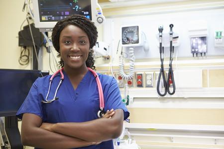 緊急治療室の女性看護師の肖像画