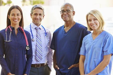 Outdoor Portrait Of Medical Team Stockfoto