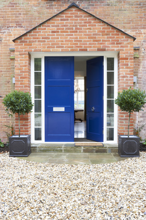 현대 집의 정문 스톡 콘텐츠