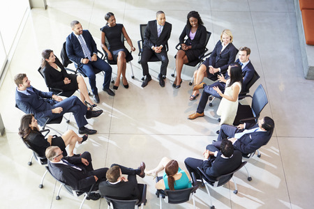 Affärsadressemultikulturcentral Staff Meeting Stockfoto