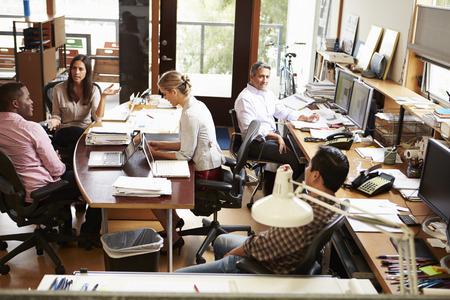 Interiér Busy architektů kancelář s pracovním dokumentu