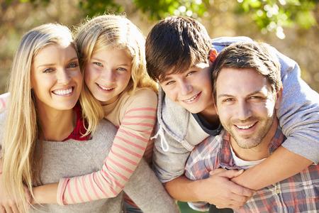 ni�os felices: Retrato de la familia hisp�nica en Campo