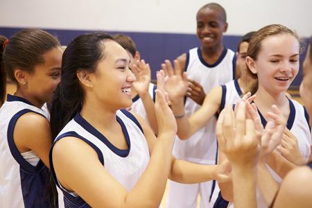 Hochschulsport-Team-Feiern in der Gymnastik