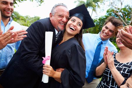 Estudiantes Hispanos Y Familia Graduación Celebración Foto de archivo - 33478510