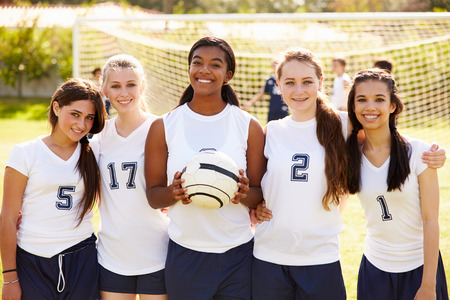 Members Of Female High School Soccer Team Banque d'images