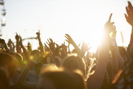 concierto de rock: Público en el Festival de Música al aire libre
